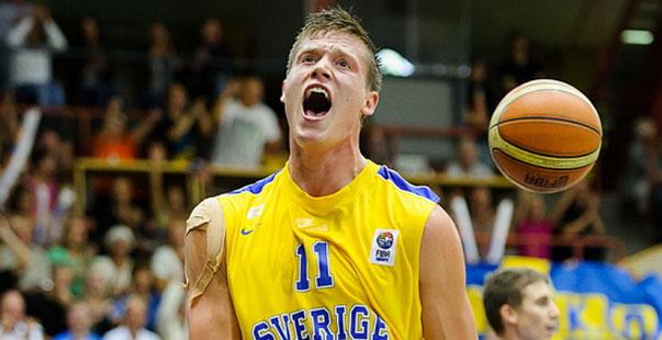 Jonas Jerebko, con Suecia