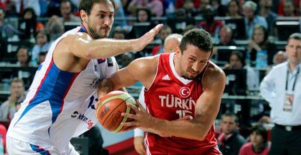 Turkoglu, en un partido ante Serbia