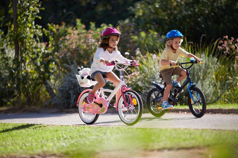 Imagen De Niña Andando En Bicicleta: Aprender A Andar En Bici: Las Primeras Pedaladas